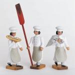 3 Bäckergesellen m. Stollenschieber, Mehlsack u. Trog