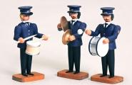 3 Musiker mit Pauke, Trommel u. Becken