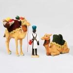 2 Kamele mit Korb, 1 Treiber
